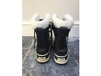 Sorel Boots Size 5 Women's. Great Condition.
