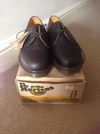 Dr Marten classic air ware brown shoe 3eyelet size 6 never worn.