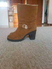 Woman's brown suade boots size 7