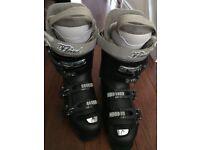 Nearly new Head ski boots size 25/25.5