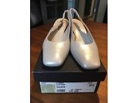 Beautiful mother of the bride cream satin Carvela shoes, size 6. Worn only once!
