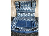 MESSENGER BAG by IT LUGGAGE- BNWT - IDEAL FOR UNI, SCHOOL OR WORK - STRONG & LIGHTWEIGHT