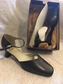 Size 8/9 ladies shoes