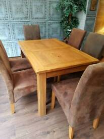 Harvey's dining table extendable and 6 chairs
