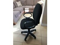 Office Chair in charcoal - with wheels, arms and gas lift