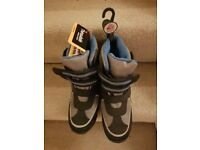 New unworn (with labels and tags attached) M&S Boys Thinsulate waterproof Snow Boots - Size 7 (40.5)