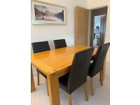 M&S OAK EXTENDABLE DINING TABLE WITH 4 100% REAL LEATHER BROWN CHAIRS