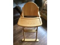 Wooden foldable highchair