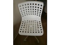 Wheeled Office Chair (white)