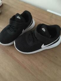Child trainers size 6.5 nike