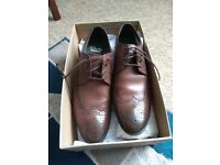 Men's Clarks shoes size 10 brown- never worn