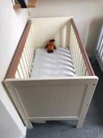 Lovely Cot in excellent condition with the Little Green Sheep mattress