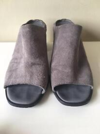 Mules in grey suede- size 4