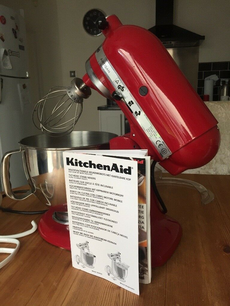 KitchenAid Artisan 4.8L Tilt head stand mixer Model 5KSM150PS. Excellent condition