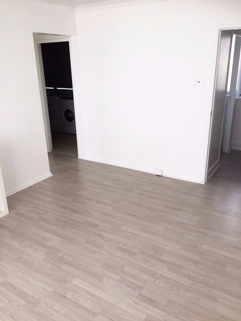 PROPERTY HUNTERS ARE PLEASED TO OFFER A MODERN 1 BED APARTMENT TO RENT IN GANTS HILL FOR £1100PCM !