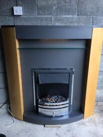 2KW ELECTRIC MODERN INSET FIREPLACE AND GRANITE / OAK EFFECT CURVED SURROUND WITH UNDER MANTLE LIGHT