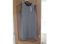 Ladies bnwt dress for sale. Size 18