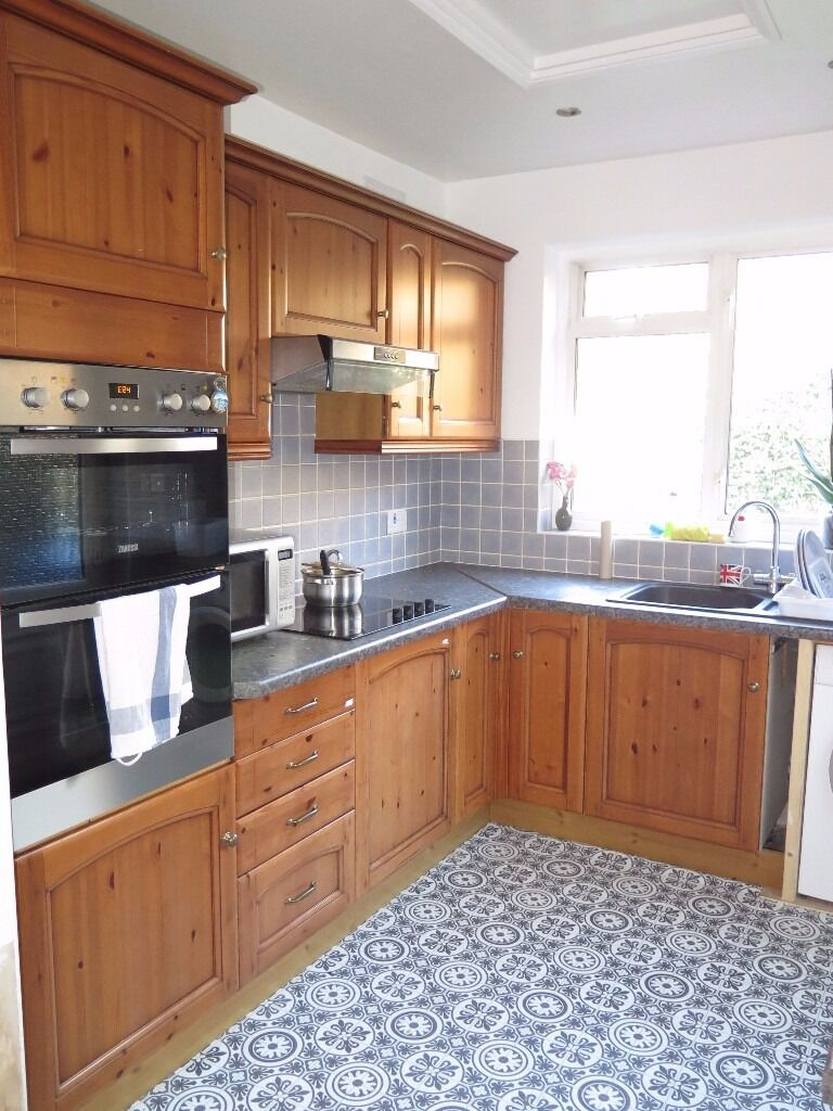 A Double Room to rent within a house share in Arnos Grove