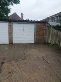 Rarely available large garage to rent in Wallington