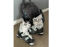 SKI BOOTS Salomon ladies Size 7 immaculate condition