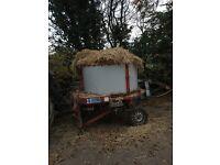 Round bale straw chopper