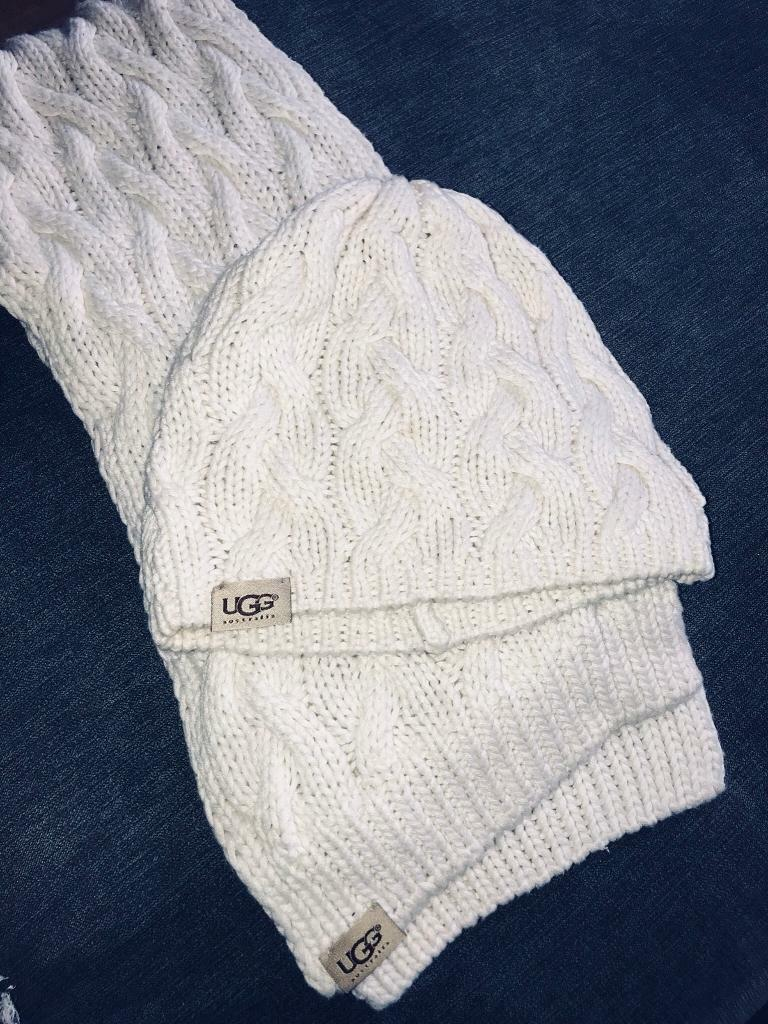 8f2c93b48b7 UGG scarf and hat set