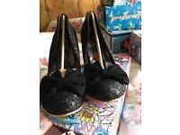 Black irregular choice nick of time size 41