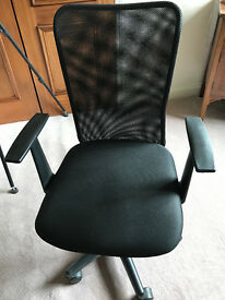Black ergonomic office chair - nearly new