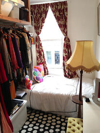 A small cosy double room in trendy Stoke Newington off Church Street
