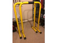 HENCHGRIPZ extra long, few scratches otherwise like brand new. Ideal for home or hotel room workouts