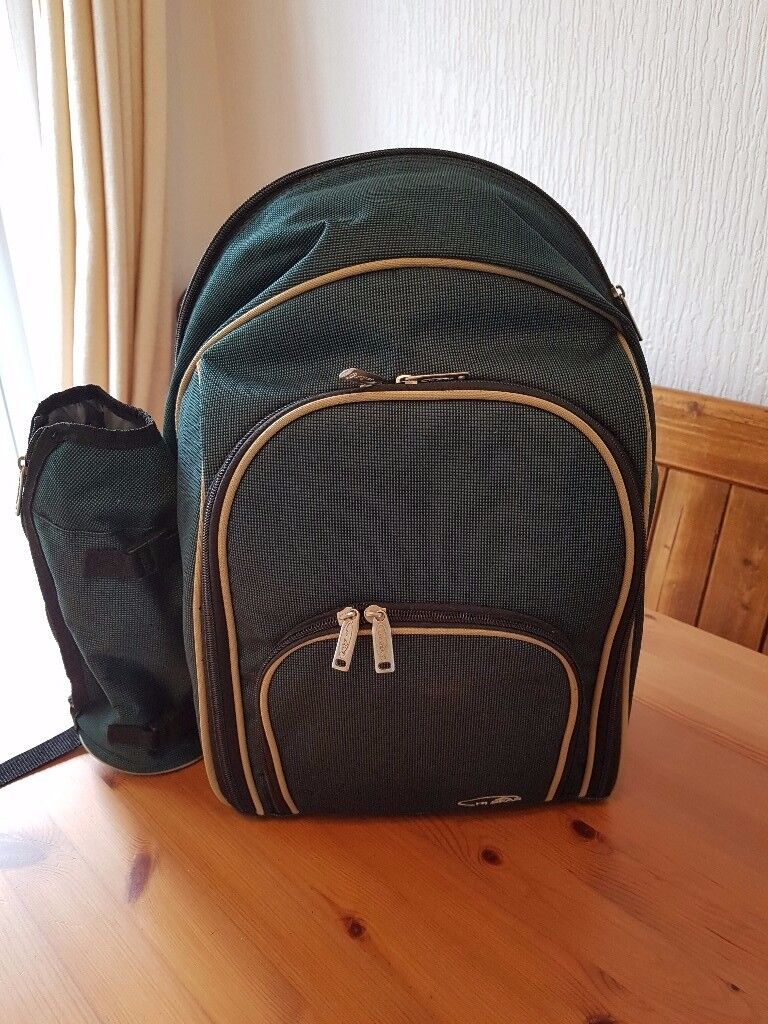 Hi Gear 4-person Picnic Backpack/Cool Bag, never used