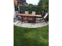 Extendable 6-8 seater garden table with 6 seats
