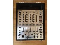 Behringer DJX700 DJ mixer
