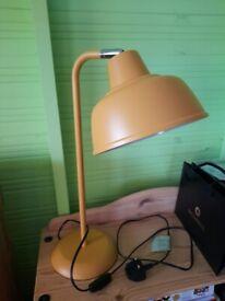 Lamp desk/table