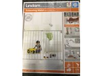 Lindam extending metal wall fixing safety gate, baby gate, protection or puppy gate