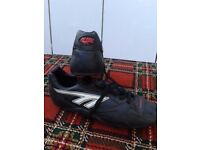 **** GENTS SIZE 12 FOOTBALL BOOTS ****