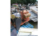 Road cutting saw