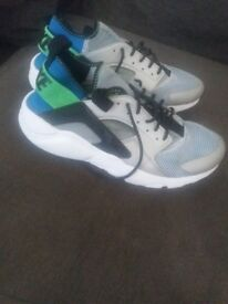 Nike huaraches adult size 6