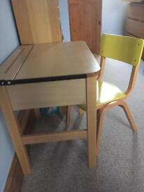 High quality children's desk and chair