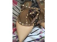 used rockstud style shoes size 6