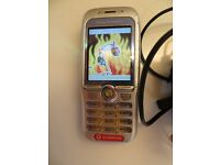A NICE CLASSIC A NICE RARE SONY ERICSSON F500I MOBILE PHONE WITH CHARGER , MINT