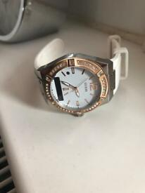 Watch Guess Connect white