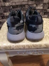Size 7 men's Nike trainers