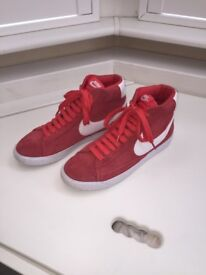 Nike Women Trainers Shoes Size 6 UK / 40 EU/ Suede Leather Red