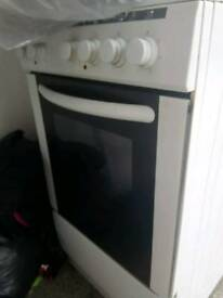White freestanding cooker