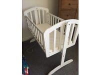White Vib Baby Rocking Crib
