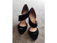 High heel shoes size 5