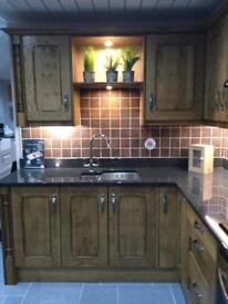 Oak character 9 unit display kitchen for sale! APPLIANCES included!