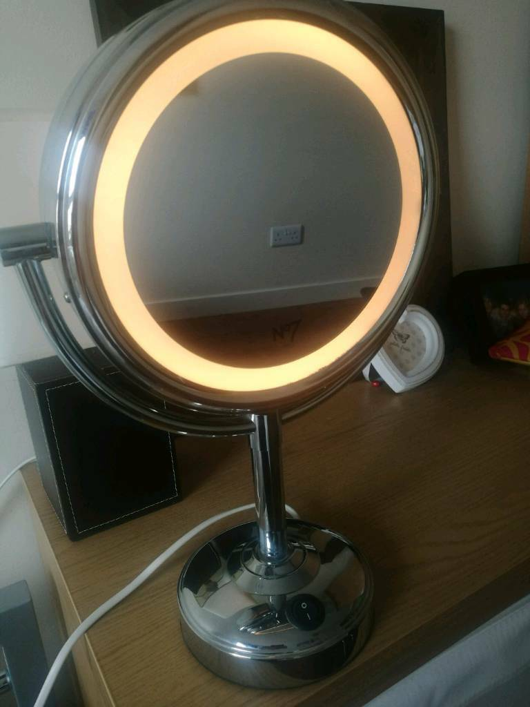 Boots magnifying mirror with light.