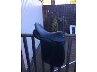 Black 17.5 dressage saddle medium wide with leathers